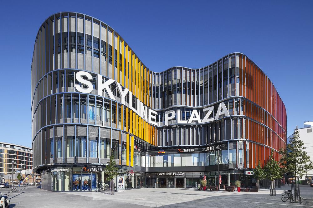 Skyline Plaza in Frankfurt. Eines der vielen außergewöhnlichen Referenzen der von Hilzinger übernommen Anders Metallbau GmbH. Fotograf: Jens Kirchner, Düsseldorf