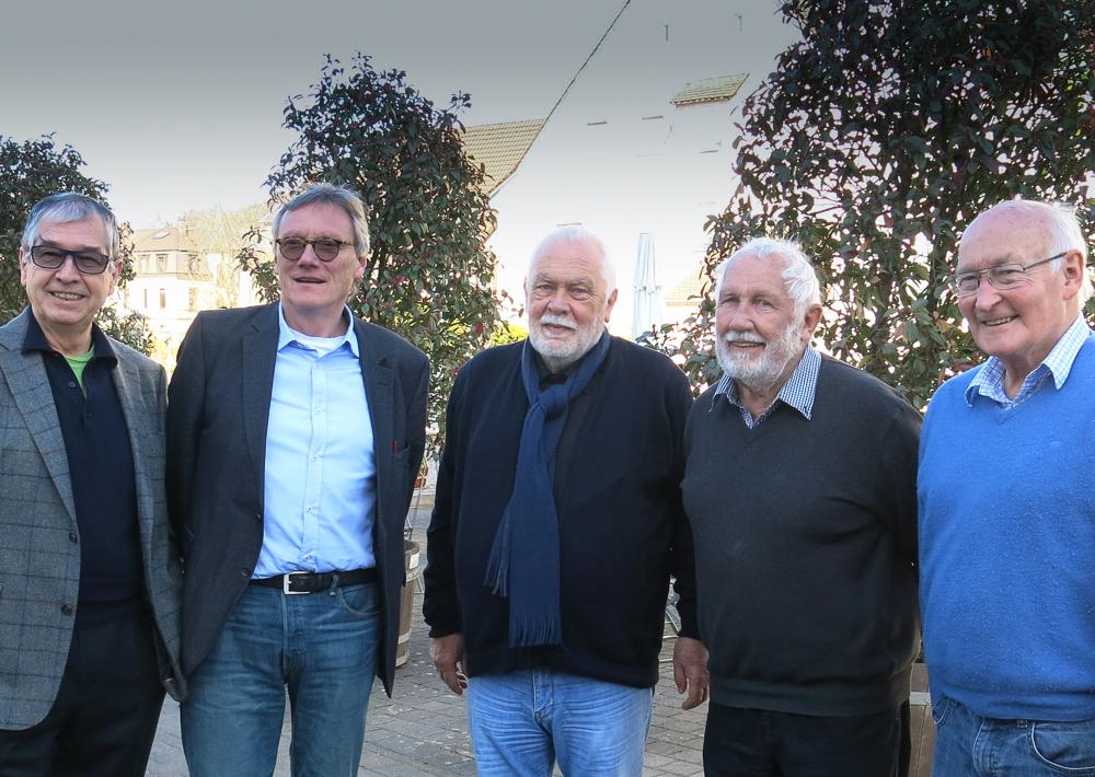 Querdenker: die ehemaligen Freiburger Stadtplaner Adalbert Häge, Wulf Daseking, Bernhard Utz, Paul Bert und Klaus Humpert (von links). Foto: Zurbonsen