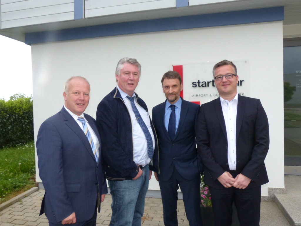 (v.l.) Peter Weiß, MdB, BImA-Chef Dr. Jürgen Gehb sowie IGZ-Geschäftsführer Markus Ibert und den Lahrer Stadtkämmerer Dieter Singler. Foto: Zähringer