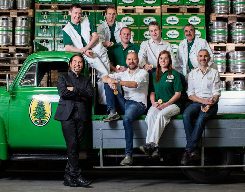Dieter Schmid, Geschäftsführer der Privatbrauerei Waldhaus, ist stolz auf seine drei Braumeister, vier Bierbrauer und seine Bierbrauerin.