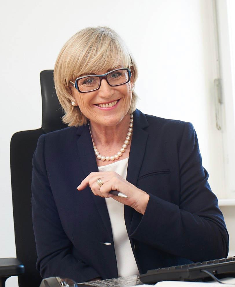 Dr.h.c. Karin van Mourik, Consulting Russland und Van Mourik Medical