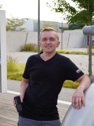 Andreas Michaelis von AUMA mit seinem Spezialtelefon